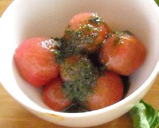 バジルと塩漬けトマトのサラダ