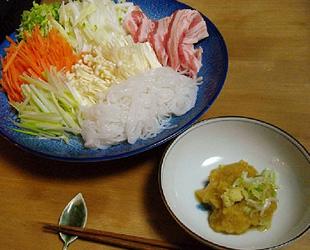 千切り野菜と豚のしゃぶしゃぶ リンゴダレ